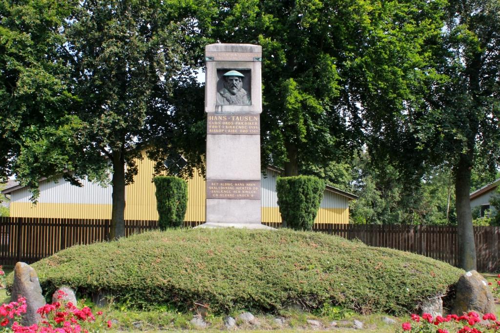 Hans Tausen Memorial - Birkende